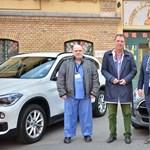 Felajánlott autók és ingyen üzemanyag az egészségügyieknek