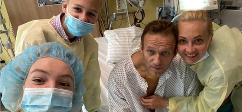 Navalnij német ügyésszel beszélt és a kórházi ágyáról üzent