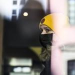 Segít a járvány lassításában, ha minél többen viselnek maszkot