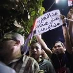 Mint egy focimeccs után – Így látták az elnökbuktatást a hurghadai magyarok