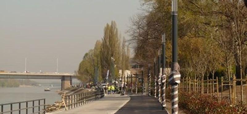 Vélhetően lett egy újabb fura bicikliútja Budapestnek