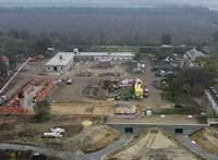 Drónvideón látni, mekkora építkezés zajlik az Orbán-család birtokán