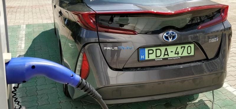 Már hazánkban is a dízelek nyakában lihegnek az elektromos autók
