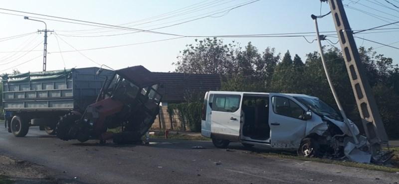 Heten megsérültek egy balesetben Dobozon