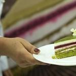 Zöld színű idén az ország tortája – fotók