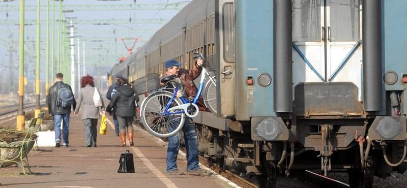 Vonatról leszállított bringások: itt a MÁV válasza, helyjegyet és emeletes vonatot ajánlanak