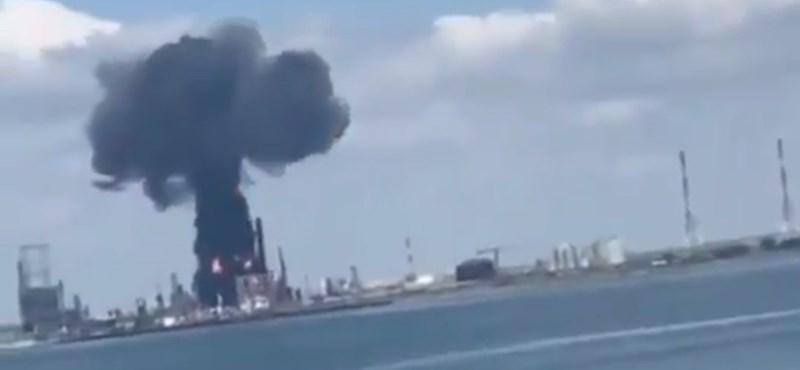 Enorme explosión ocurrió en la refinería de petróleo más grande de Rumania - videos