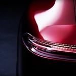Félhet a Porsche: jöhet az négyajtós Mercedes-AMG