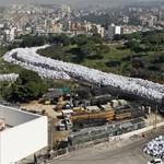 Óriáskígyóként fojtogatja a szeméttenger Bejrútot – fotók