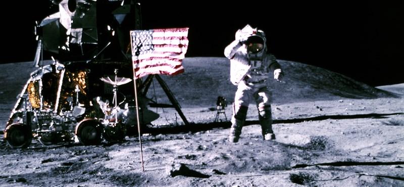 521 millió forintért keltek el az eredeti szalagok, amik a holdra szállást örökítették meg