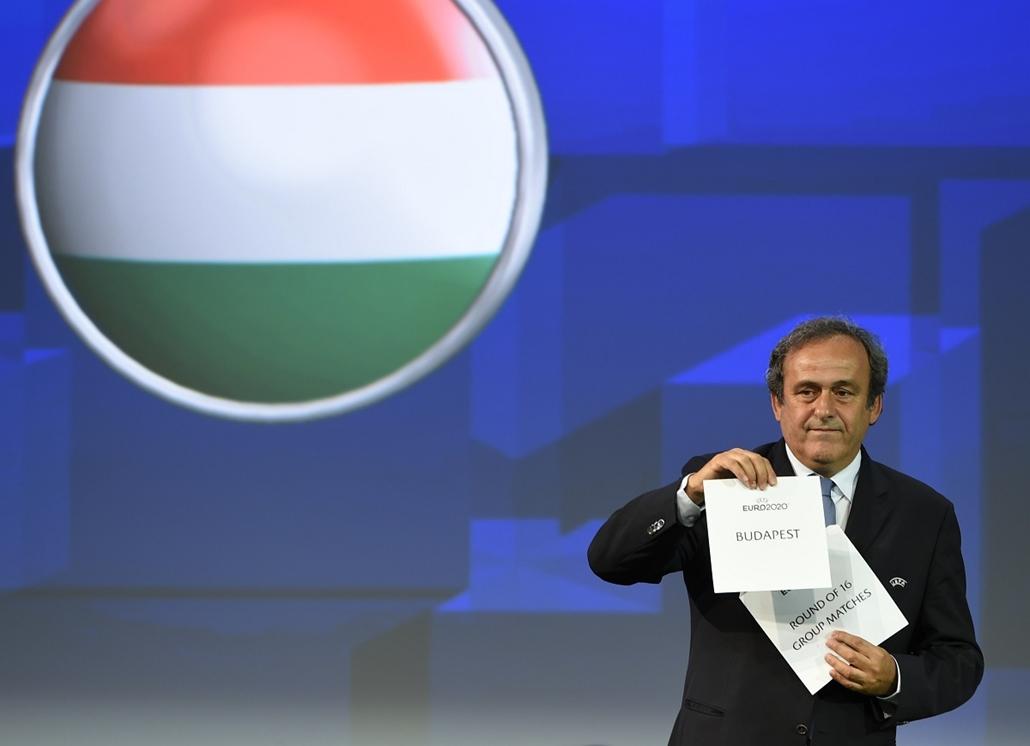 afp.14.09.19. - Genf, Svájc: Michel Platini mutatja be az UEFA döntését, mely szerint a Puskás Ferenc Stadion egy nyolcaddöntőnek és három csoportmérkőzésnek adhat majd otthont a 2020-as labdarúgó Európa-bajnokságon.- 7képei