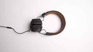 Zseniális zenei teszt: felismeritek a következő dalokat a dalszövegek alapján?