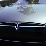 Hatalmasat mentett a Tesla robotpilótája – helyett az igazi