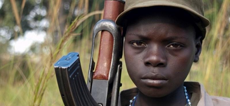 250 ezer gyereket kényszerítettek katonának