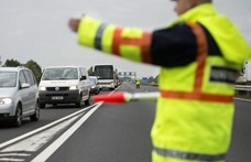 Baleset miatt lezárták az M1-est Budapest felé, torlódik a forgalom