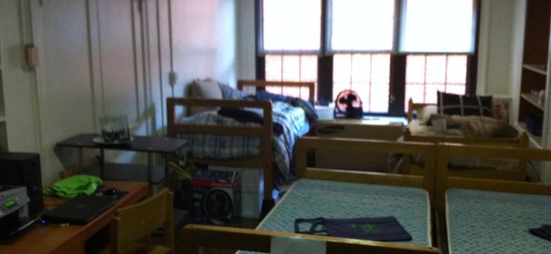 Fotó: így néz ki a világ egyik legrondább kollégiumi szobája