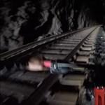 A nap videója: bebicikliztek az alagútba, csakhogy szemből jött a vonat