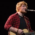 Így bukkant fel Ed Sheeran a Trónok harcában – videó