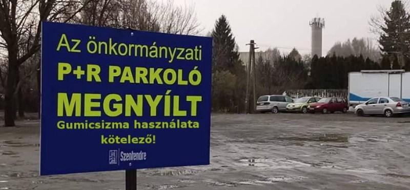 Gumicsizma kötelező: széttrollkodják a 17 millió forintból épült szentendrei saras parkolót