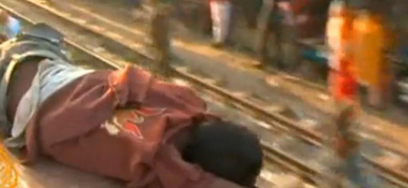 Videó: jegy nélkül életveszélyben