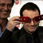 A U2 frontembere is magyarázkodásra kényszerült az offshore-botrányban