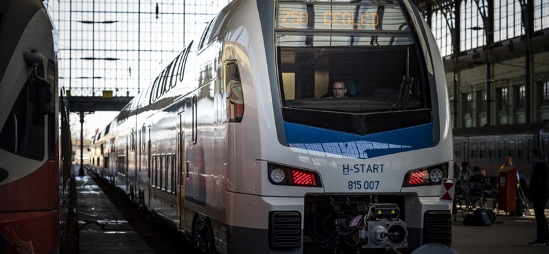 Forgalomba állt az első magyarországi emeletes vonat