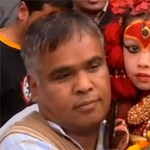 Exkluzív videó: ahol istennőként tisztelnek egy ötéves kislányt