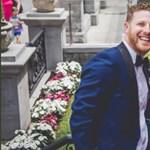 A bajszos Adam Sandler belebotlott egy esküvőbe, naná, hogy fotózkodott is