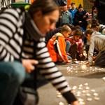 Fotók: Mécsesekből kirakott szívvel búcsúztatták a Vidám Parkot a látogatók