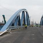 Két hét múlva indulhat meg a forgalom Budapest legújabb hídján – fotók