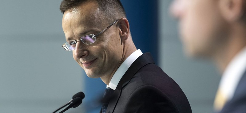 Szijjártó: Hazugság, hogy a miniszterelnök közpénzt használ magáncélokra