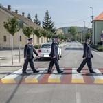 Megidézték a Beatlest a dorogi rendőrök