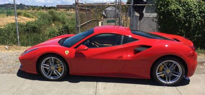 Az év lúzere az autótolvaj, aki Ferrarit lopott, de nem tudta megtankolni