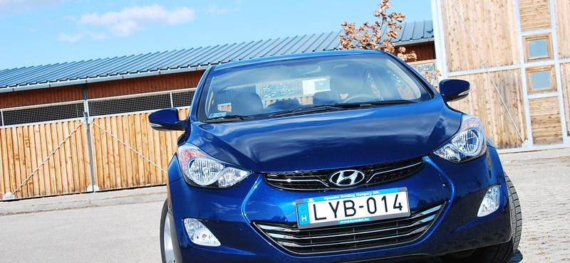 Hyundai Elantra teszt: az új népautó