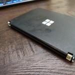 Valaki nem bírta kivárni a Microsoft Surface Duót, nyomtatott hát egyet
