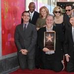 Sorozathírek: csillagot kapott  A Simpson család megalkotója a Hollywoodi Hírességek Sétányán