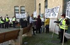 A vasúti menetrend változása miatt tüntettek Szegeden