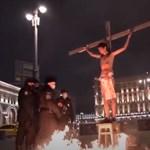 Keresztre feszíttette magát egy ellenzéki aktivista Oroszországban