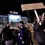 Hatalmas tömeg tüntetett délután és éjszaka Budapesten - képek