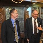 A Richter ad plusz pénzt a Semmelweisnek bérfejlesztésre