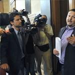 Húsz-harmincezer embert gáncsol el a kormány az MSZP szerint