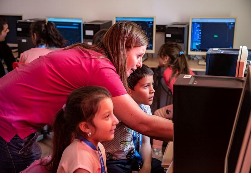 Programozással törnének ki a romák a szegénységből