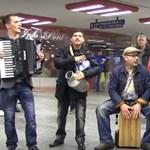 Nem engedték be a diszkóba a Parno Graszt roma zenészeit