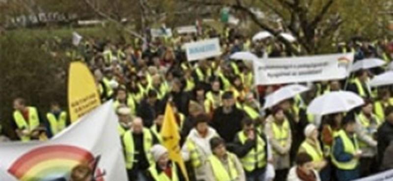 Sztrájkolni fognak a tanárok, ha emelik a kötelező óraszámot