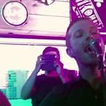 Chris Martin majdnem szívrohamot okozott egy indiai kocsmában