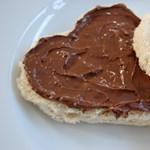 Védekezni kényszerül a Nutella gyártója egy rákkeltőnek minősített összetevő miatt