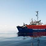 Spanyolország sem engedi kikötni a 230 embert szállító menekülthajót