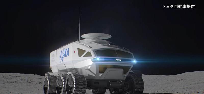 Itt a Toyota holdbusza
