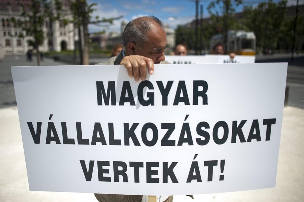 mti. hét képe 0623-0628 - 2014.06.26. A Bálna alvállalkozói demonstráltak az Igazságügyi Minisztérium előtt