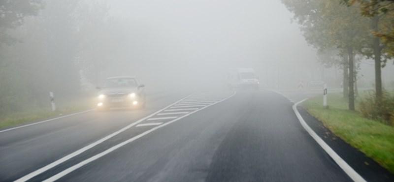 Ködbe borul a fél ország, tíz megyére adtak ki figyelmeztetést